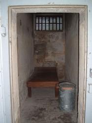 Cel in Stasi-gevangenis van Hohenschönhausen / Berlin