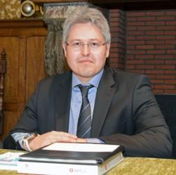 Schepen Bart Van Couwenbergh wil de gemeentediensten goedkoper laten werken