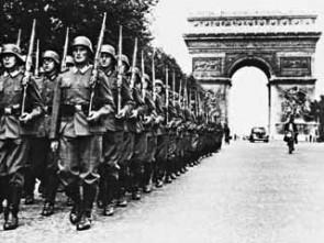 De Duitse Wehrmacht marcheert door Parijs, mei 1940