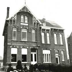 Huisnummers 50-52 1975
